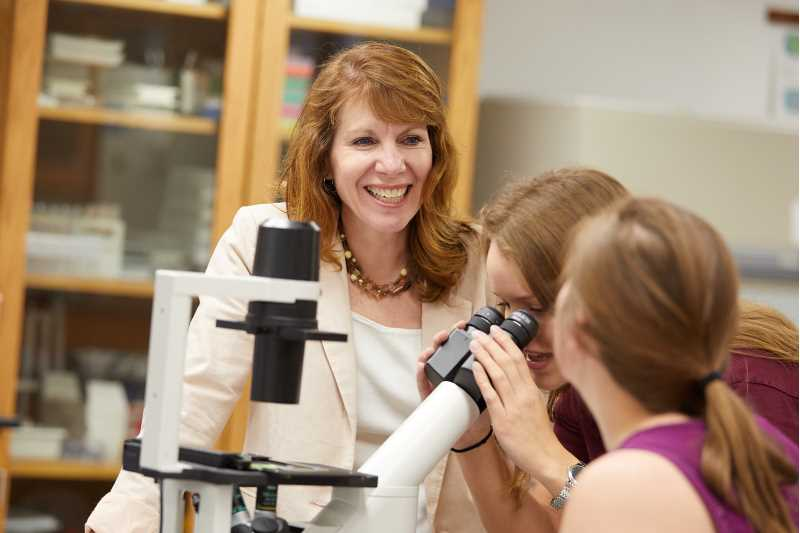 UWL Biology Lecturer Renee Redman, shown in this 2018 photo, has received a 2021 Board of Regents Teaching Excellence Award — a distinction given to just two instructors across the UW System.